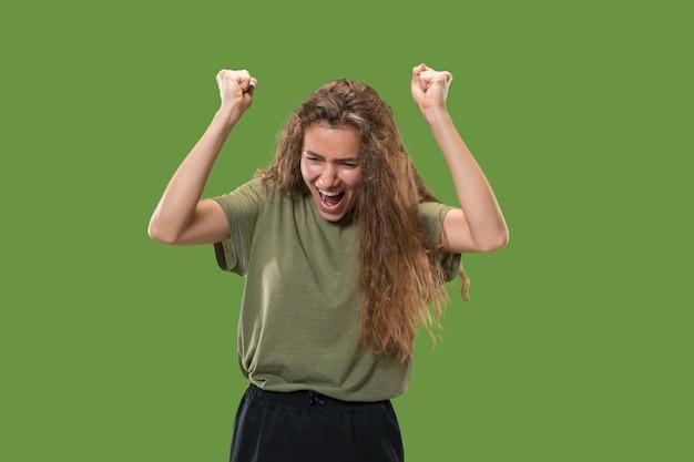 Zwycięska Kobieta Sukcesu Szczęśliwa Ekstatyczna świętuje Bycie Zwycięzcą. Dynamiczny Energetyczny Wizerunek Modelki Darmowe Zdjęcia