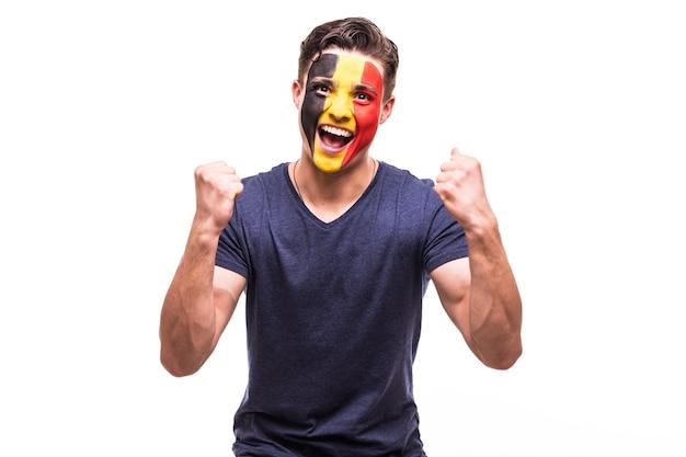 Zwycięstwo, Radość I Krzyk Bramkowy Emocje Kibica Belgii W Kibicowaniu Reprezentacji Belgii Na Białym Tle. Darmowe Zdjęcia