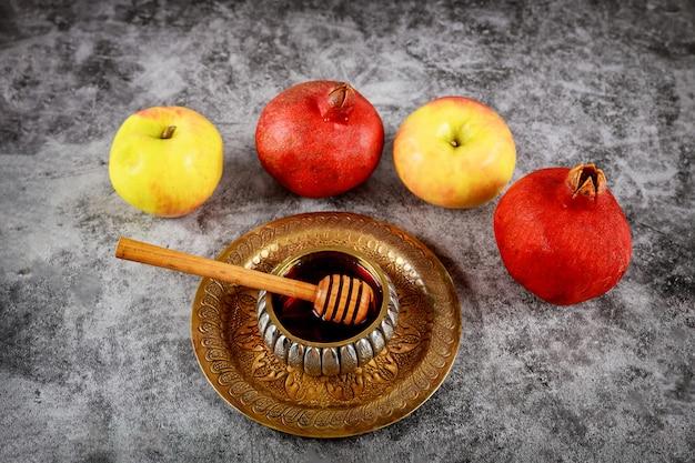 Żydowski Nowy Rok Z Miodem Na święto Jabłka I Granatu W Rosz Ha-szana Premium Zdjęcia