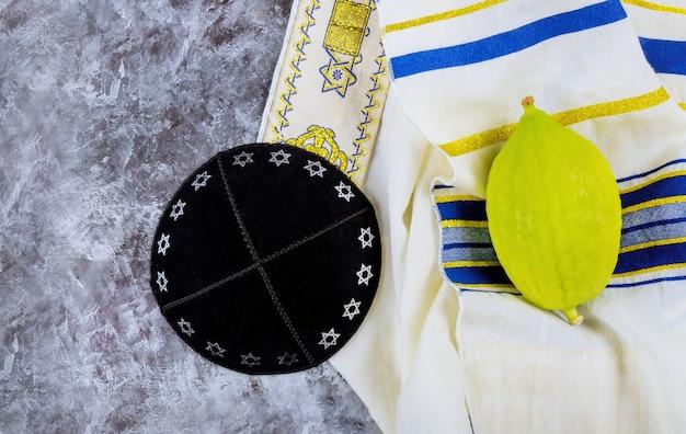 Żydowskie święto święta W Sukkot W Jarmułkę Premium Zdjęcia