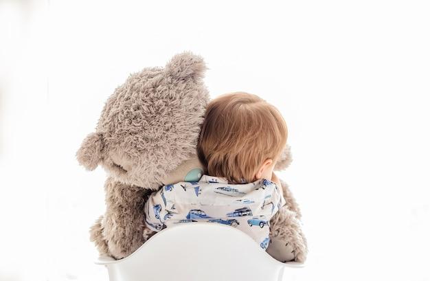 Abrazos De Bebé Gran Oso De Peluche Blanco De Fondo Descargar