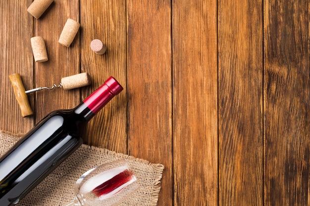 Accesorios botella de vino para una buena bebida. Foto gratis