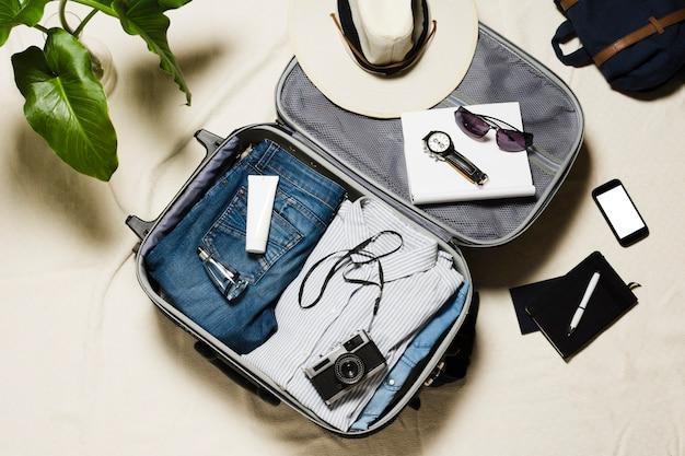 Accesorios de viaje vista superior y equipaje Foto gratis