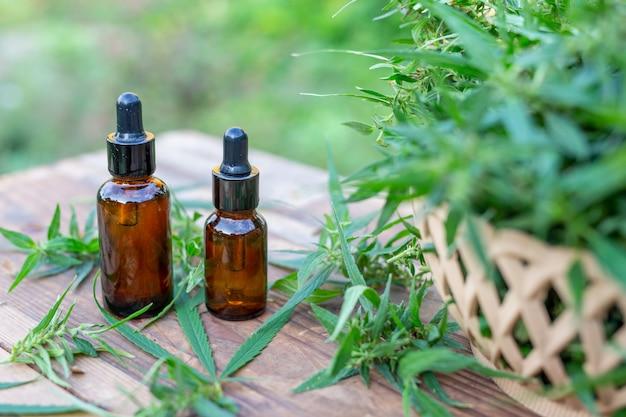 Aceite de cannabis, extracto de cannabis con aceite de cbd, concepto de cannabis medicinal. Foto gratis