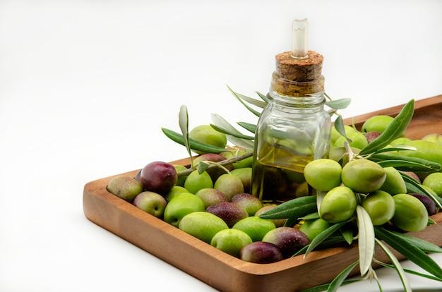 Aceite de oliva virgen extra Foto Premium