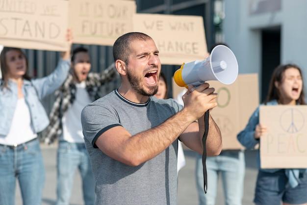 Activistas se reunieron para manifestarse Foto gratis