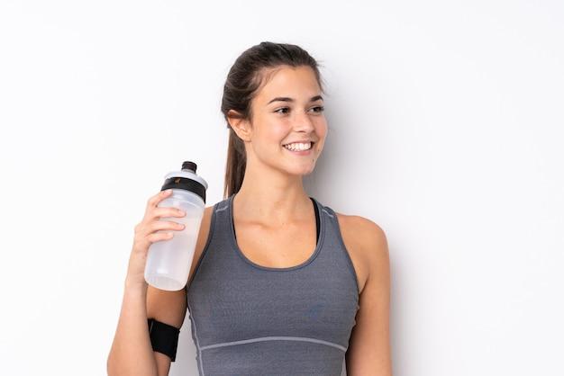 Adolescente brasileña deporte chica con botella de agua deportiva Foto Premium