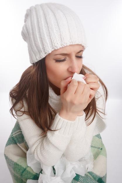 Adolescente enferma tosiendo Foto Gratis