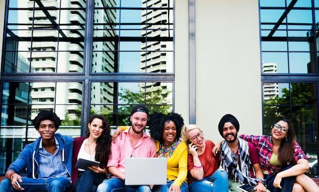 Adolescentes equipo joven juntos concepto alegre Foto Premium
