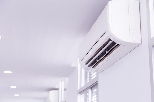 Aire acondicionado dentro de la habitación. Foto Premium