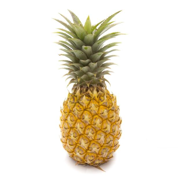 Aislado de la fruta fresca de la piña en el fondo blanco Foto Premium