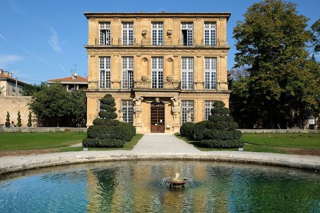 Aix-en-provence, francia - 18 de octubre de 2017: vista frontal de la galería de arte y cultura pavillon de vendome Foto gratis