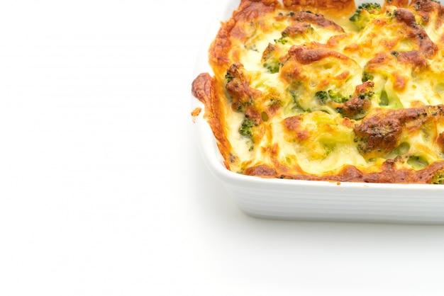 Al horno, coliflor y gratinado de brócoli con queso. Foto Premium