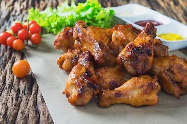 Alitas de pollo asadas al horno Foto gratis