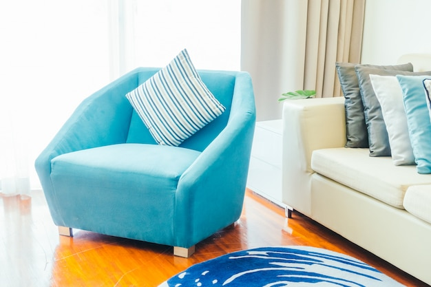 Almohada en sofa Foto gratis