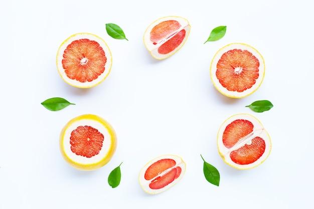 Alto contenido de vitamina c. marco de pomelo jugoso Foto Premium