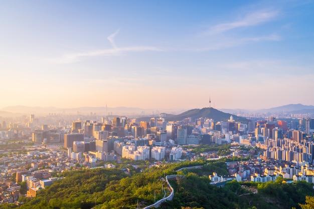 Amanecer del horizonte de la ciudad de seúl, corea del sur Foto Premium