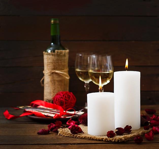 Ambiente de cena rom ntica velas vino y decoraci n descargar fotos premium - Cena romantica con velas ...