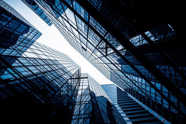 Bajo ángulo de vista de los rascacielos Foto gratis