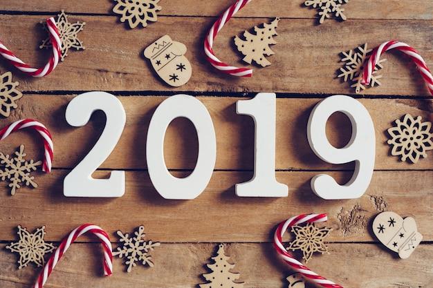 Año Nuevo 2019 Palabra Y Decoración De La Navidad En La Mesa