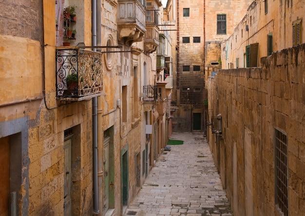 Antigua calle de la ciudad europea Foto gratis