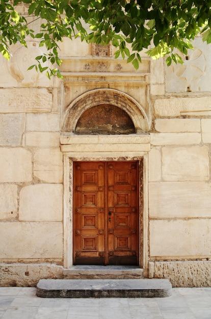 Antigua puerta de la iglesia Foto Premium