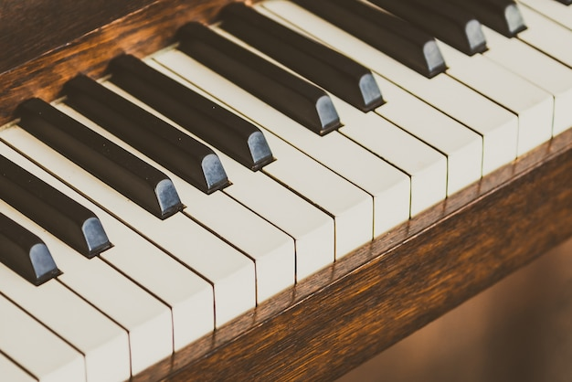 Antiguas teclas de piano vintage. Foto gratis