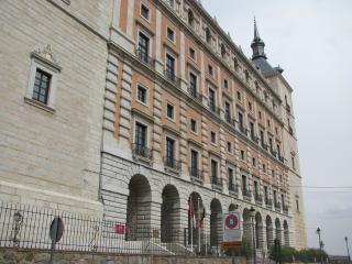 Antiguo palacio real en toledo Foto gratis