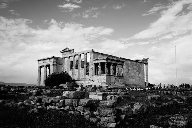 Un antiguo templo italiano de piedra. Foto gratis