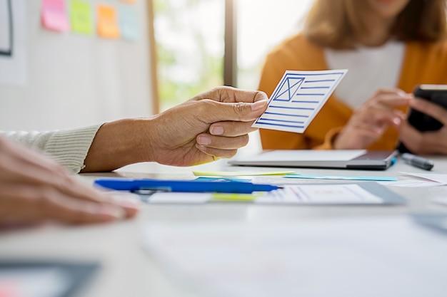 Aplicación de planificación creative web designer y diseño de plantillas de desarrollo, marco para teléfono móvil. experiencia de usuario (ux) Foto Premium
