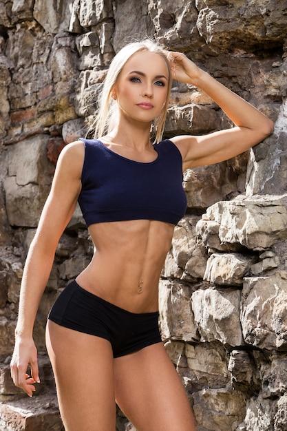 Aptitud. bella mujer con cuerpo sexy Foto gratis