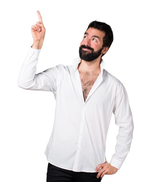 Apuesto hombre con barba apuntando hacia arriba | Descargar Fotos gratis