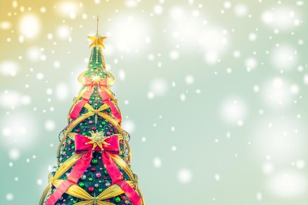 Luces de arbol de navidad eiffel tower alas horas cuando for Cuando se pone el arbol de navidad