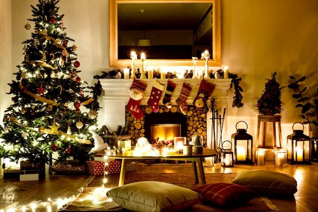 Fotos Casas Decoradas Navidad.Un Arbol De Navidad Decorado En La Casa Descargar Fotos