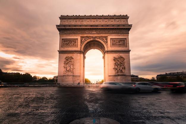 Arc de triomphe en el centro de la ciudad de parís Foto Premium