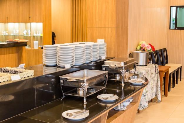 Área de buffet en el comedor en el hotel | Descargar Fotos premium
