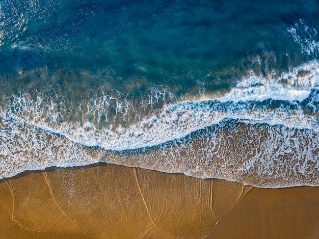 Arena y mar Foto Premium