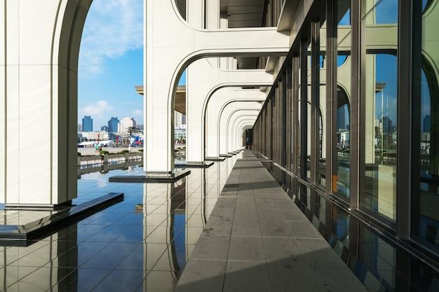 Arquitectura del hotel en el centro olímpico de vela de qingdao, china Foto Premium