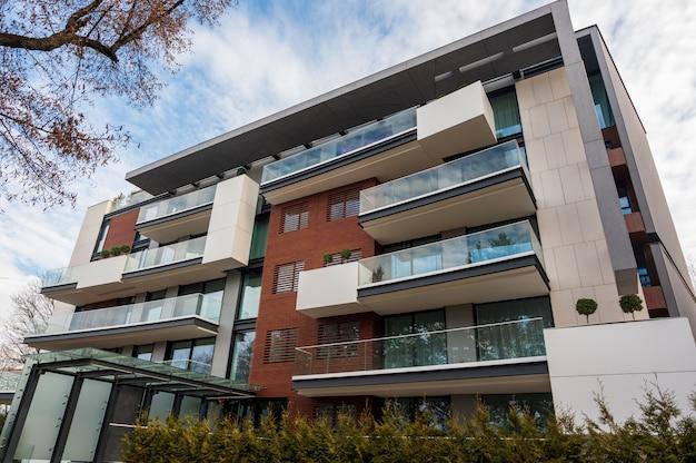 Arquitectura moderna de apartamentos Foto gratis