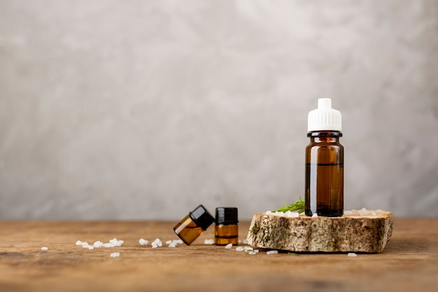 Arreglo con aceites y sales de spa. Foto gratis