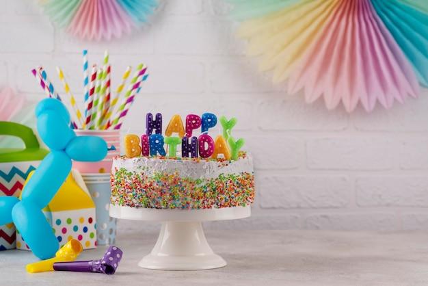 Arreglo de adornos para tartas y fiestas Foto gratis