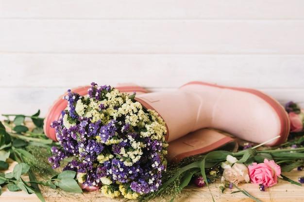 Arreglo Floral En Botas Descargar Fotos Gratis