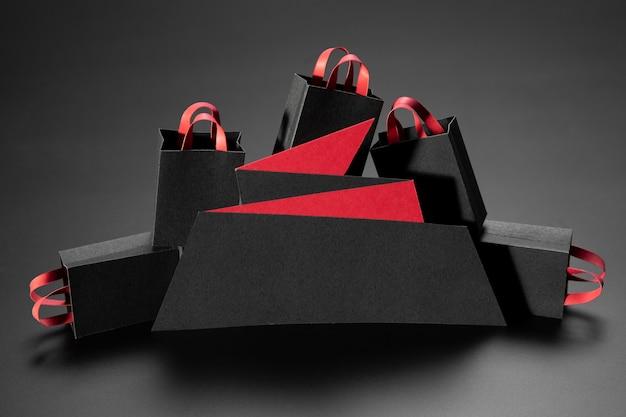 Arreglo minimalista de viernes negro sobre fondo negro Foto gratis
