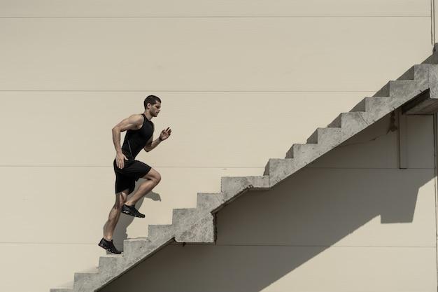Arriba, superando desafíos Foto gratis