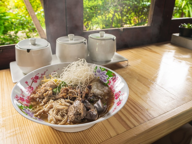 Arroz frito arroz hervido comida tailandesa desayuno popular desayuno asiático Foto Premium