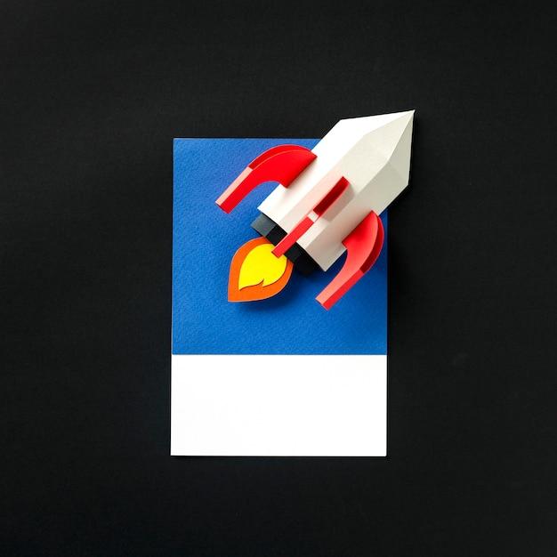 Arte de papel artesanal de un cohete Foto gratis