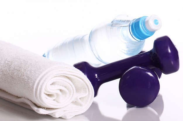 Artículos de fitness en blanco Foto gratis