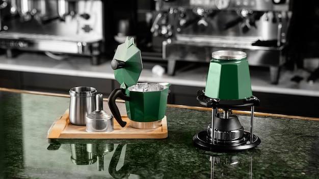 Artículos para hacer café en el interior Foto gratis