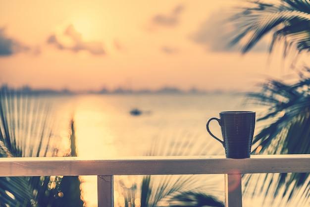 Atardecer platillo líquido cafeína caliente Foto gratis