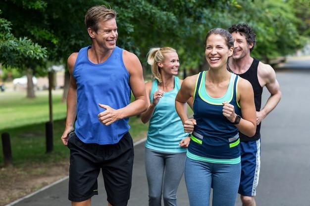 Atletas de maratón corriendo Foto Premium